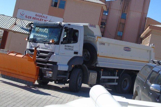 Başkale Belediyesi Araç Filosunu Genişletiyor