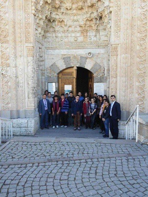 Derebucak'ın Başarılı Öğrencilere Gezi Ödülü
