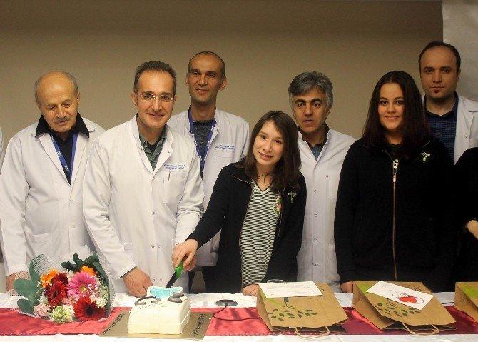 Tıp Bayramı'nı Pasta Keserek Kutladılar