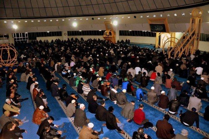 Deprem Ve Çanakkale Şehitleri İçin 1001 Hatim Ve Kur'an Ziyafeti Düzenlendi