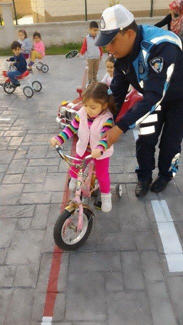 Dörtyol'da Zabıtadan Uygulamalı Trafik Eğitimi
