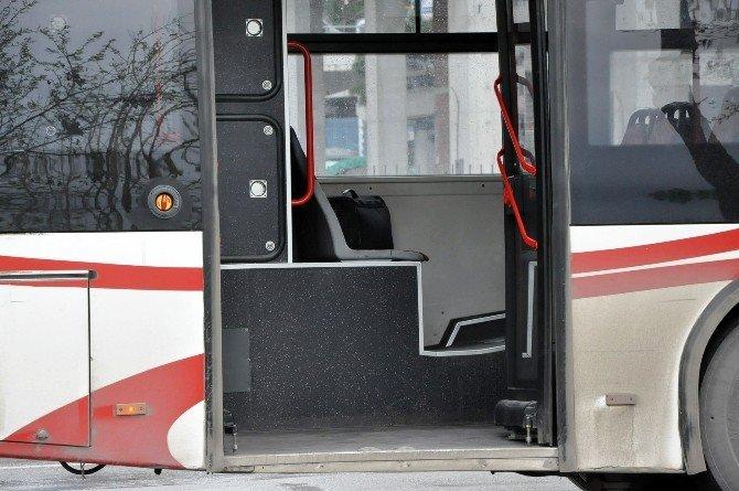 İzmir'de Otobüste Bomba Paniği