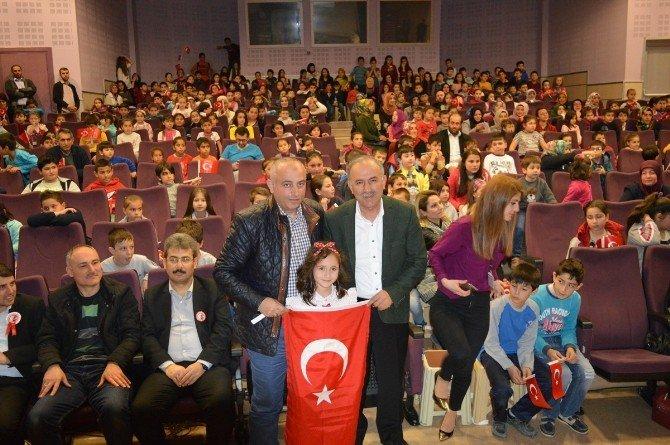 Kartepe Bilgi Evi Öğrencileri İstiklal Marşı'nın Kabulünü Kutladı