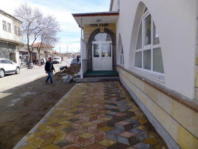 Kaymaklı'da Yeni Cami Çevre Düzenlemesi Yapıldı