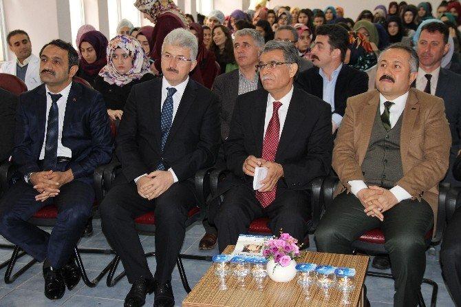 """Konya'da """"Bugünü Anlamak İçin Akif'i Okuyoruz"""" Paneli"""