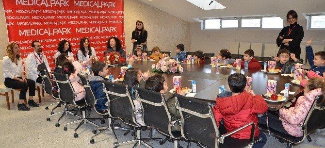 Minikler, Doktorların 'Tıp Bayramı'nı Kutladı
