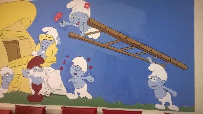 Anne Ve Çocuk Diş Kliniği'nin Koridorları, Çizgi Film Karakterleri İle Donatıldı