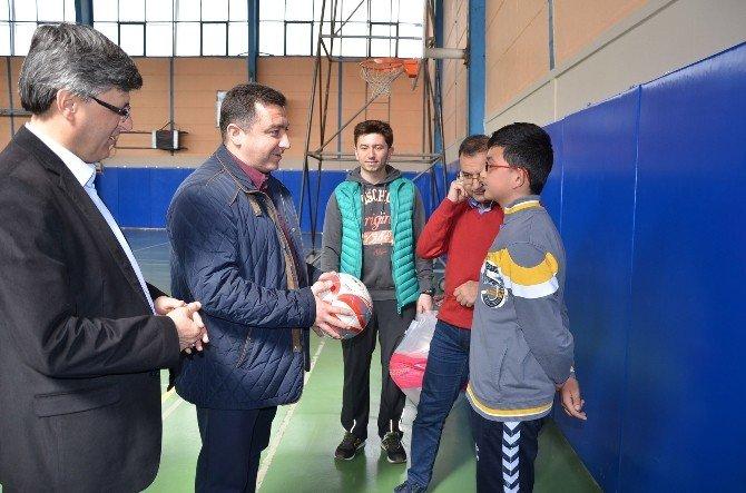 Başkan Bakıcı Genç Voleybolcuları Yalnız Bırakmadı