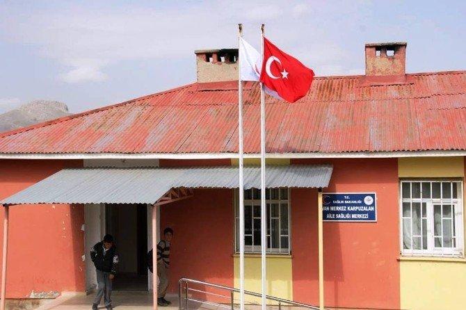 Sağlık Ocaklarına Türk Bayrakları Asıldı
