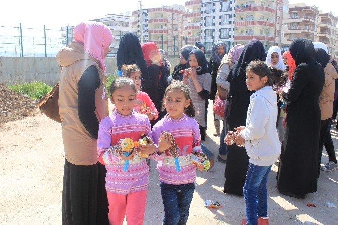 İnsani Yardım Platformu Süleyman Şah Kampında Bulunan Bin Çocuğu Giydirdi