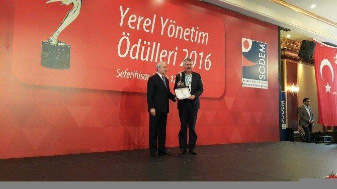 Başkan Karalar, Kılıçdaroğlu'ndan 'Başarı Ödülü' Aldı