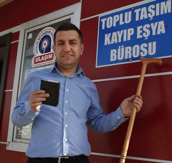 Antalya, Yılda 12 Bin Kişisel Eşyayı Toplu Ulaşım Araçlarında Unutuyor