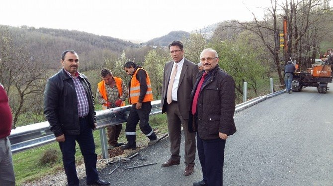 Yalova'da Köy Yollarına Çelik Bariyer