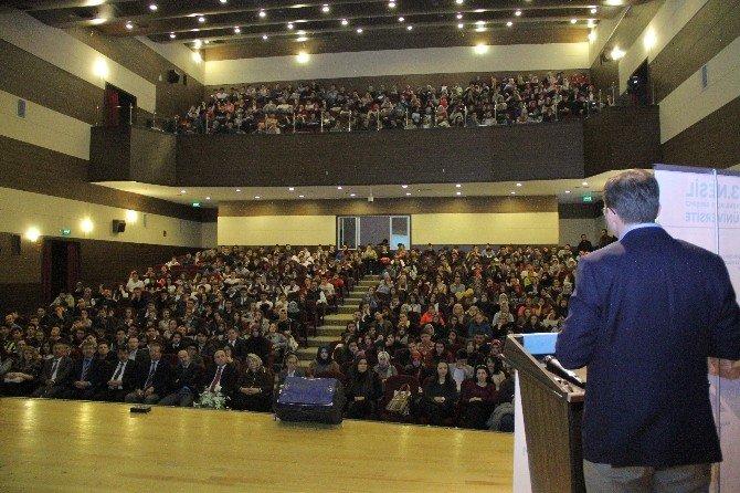 HKÜ Akademisyeninden Kütahya'da Seminer