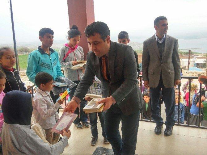 Bornova'dan, Kahta'ya Kitap Yardımı