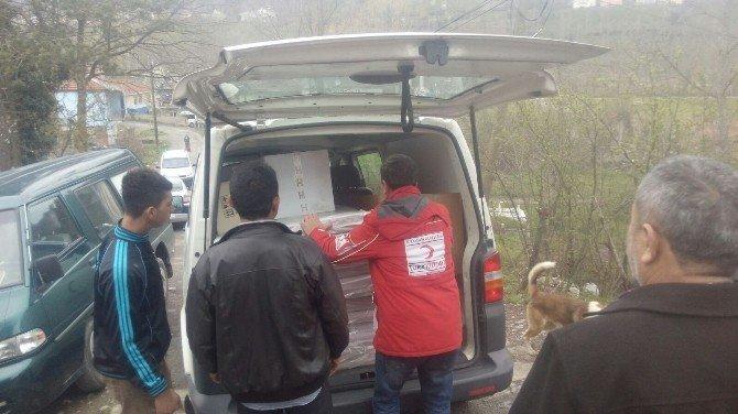 Alaplı'da Evi Yanan Aileye Kızılay'dan Yardım