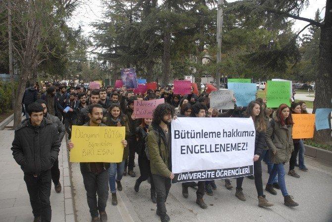 Üniversite Öğrencilerinden İlginç Bütünleme Protestosu