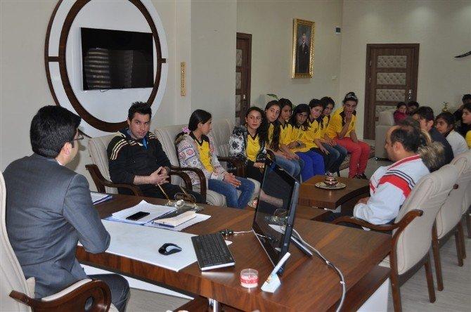 Arpaçay Ybo Yıldız Kızlar Futbol'da İl Şampiyonu