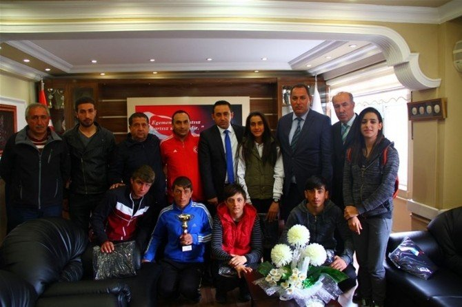 Başarılı Kayakçılar Ödüllendirildi