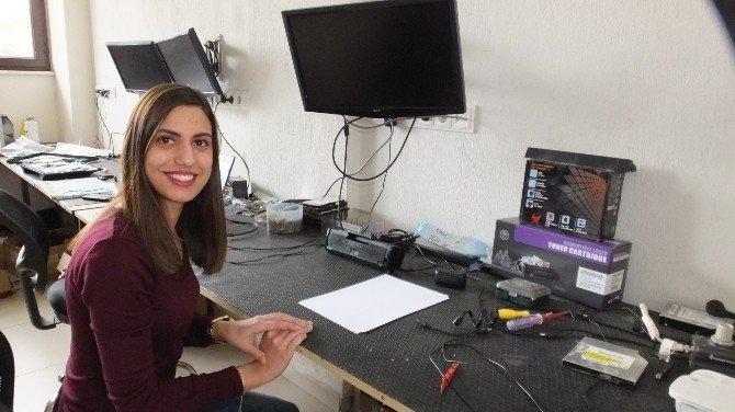 Burhaniye'de Bayan Bilgisayar Tamircisi