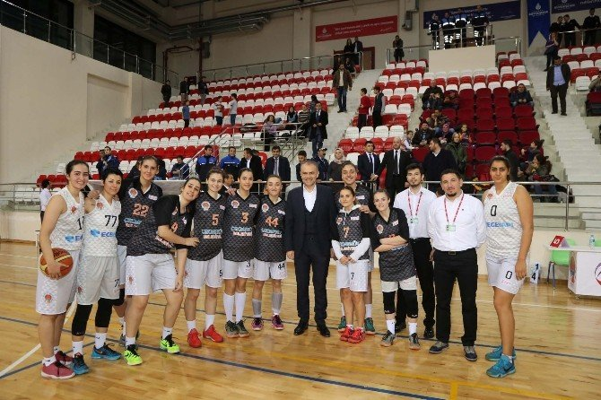 Çekmeköy Belediyesi Kadın Basketbol Takımı, Dostluk Spor'u Mağlup Etti
