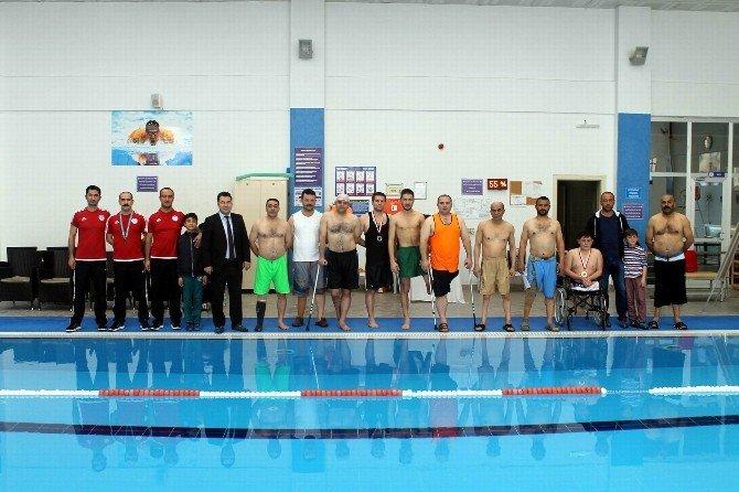 Engelliler Yüzme Yarışması Yapıldı