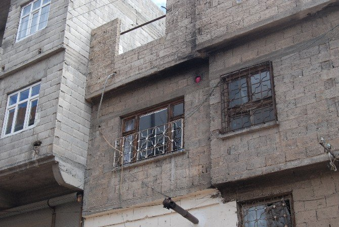 Gaziantep'te Üzerine Kapı Düşen Çocuk Öldü
