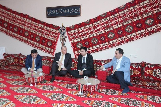 Genel Müdür Yardımcısı Emre Topoğlu'dan Gençlik Merkezine Ziyaret