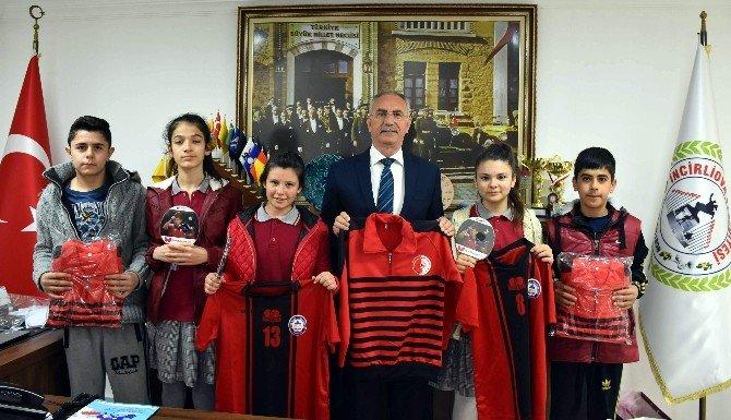 Başkan Kale, Şampiyon Masa Tenisi Takımını Unutmadı