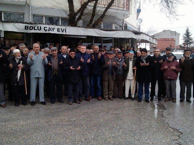 Kırka'da Umre'ye Giden Vatandaşlar Dualarla Uğurlandı