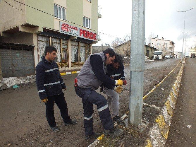 Malazgirt'te Sokak Lambaları Yenileniyor