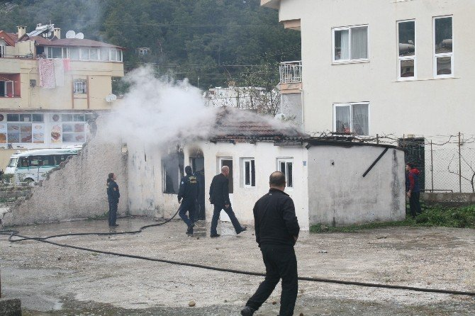 Marmaris'te Boş Binada Yangın Paniği