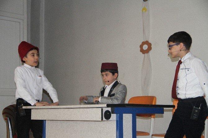 Mehmet Akif Ersoy'un Hayatını Minikler Canlandırdı