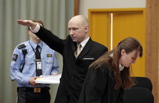 Norveçli Seri Katil Mahkemede Nazi Selamı Verdi