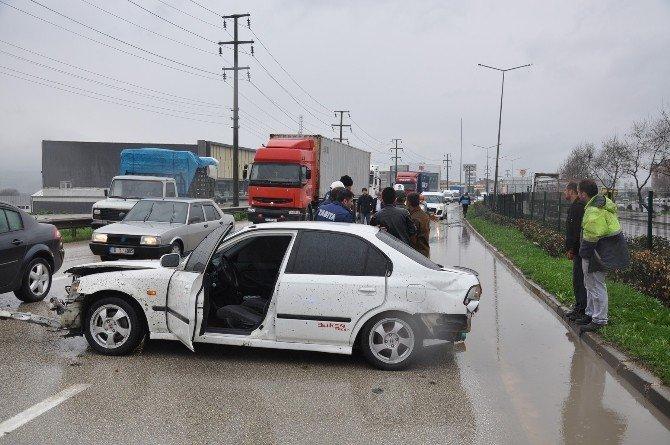 Yağmurda Karşı Yöne Geçti İki Kamyona Birden Çarptı