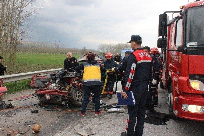 D-100'de Feci Kaza: 4 Ölü, 1 Yaralı
