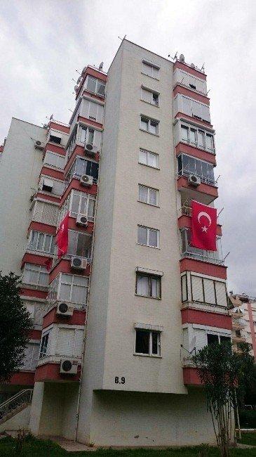 Şehidin 3 Ay Önce Krediyle Aldığı Evi Türk Bayraklarıyla Donatıldı