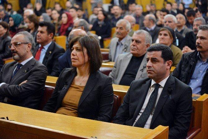 Demirtaş Ve HDP'li Vekillerden Siyah Kurdeleli Tepki