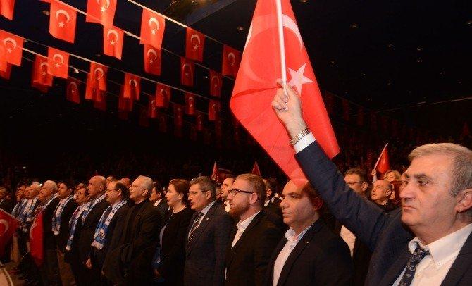 Dadaşlar'dan Teröre Bayraklı Protesto
