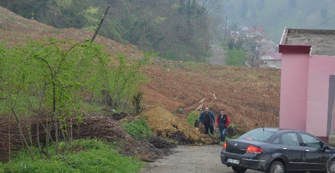 Toprak Kayması Bir Mahalleyi Tehdit Ediyor