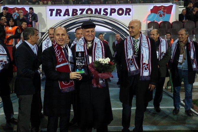 Trabzonspor Isınmaya Siyah Tişört İle Çıktı