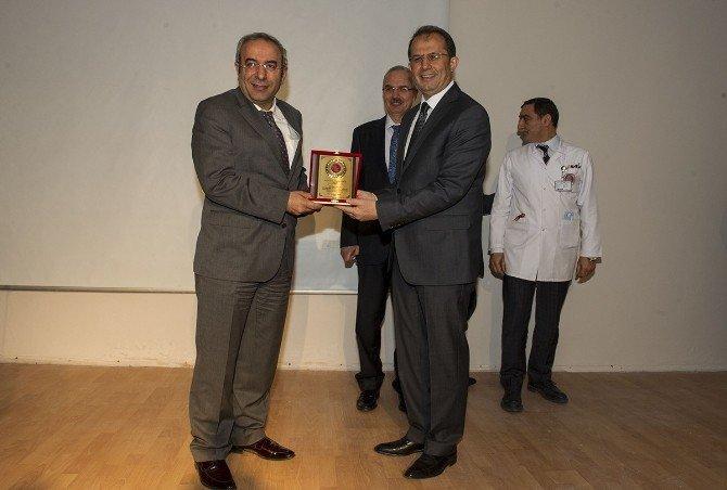 Vali Taşyapan, YYÜ Tıp Fakültesi'nde Tıp Bayramı Ve Cüppe Giydirme Törenine Katıldı