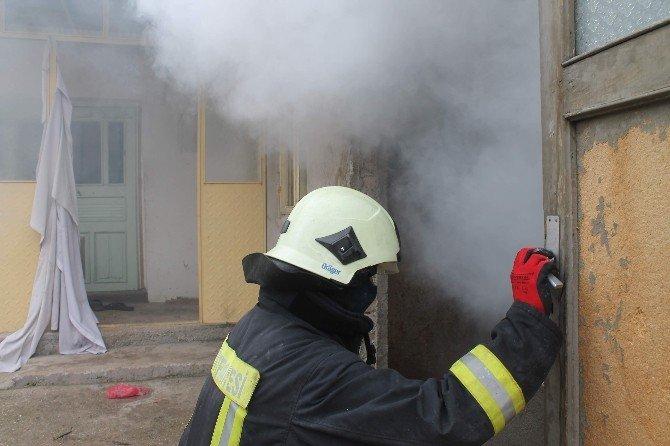 Suriyeli Sığınmacıların Kaldığı Evde Yangın Paniği