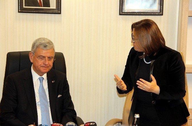 AB Bakanı Volkan Bozkır'dan Psv Taraftarlarına Tepki