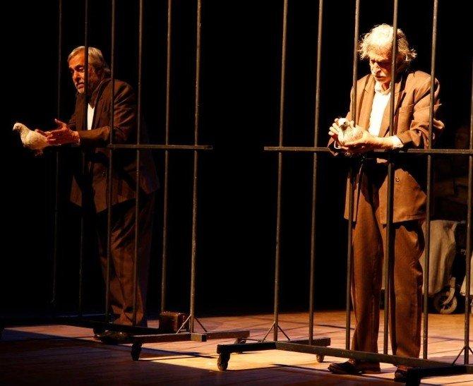 """Marmaris'te """"Adalet Sizsiniz"""" Tiyatro Oyunu Sergilendi"""