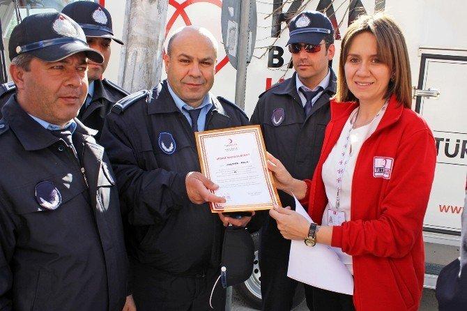 Kızılay'dan Zabıta Memuruna Bronz Madalya