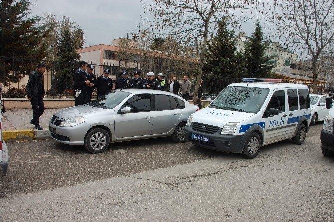 Plakasız Otomobil Polisi Harekete Geçirdi