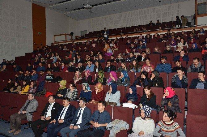 'Bir Kaburga Sancısı' Tiyatrosu Sahnelendi