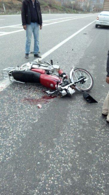 Otomobil İle Motosiklet Çarpıştı: 2 Yaralı
