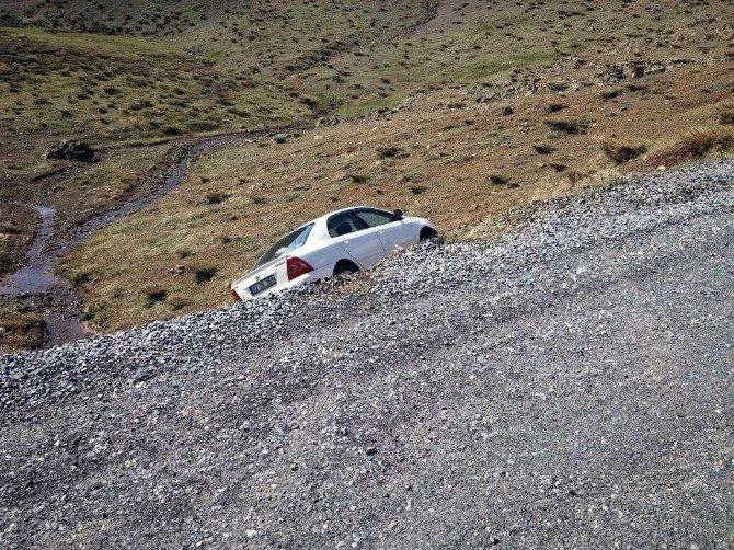 Sincik İlçesinde Otomobil Yoldan Çıktı